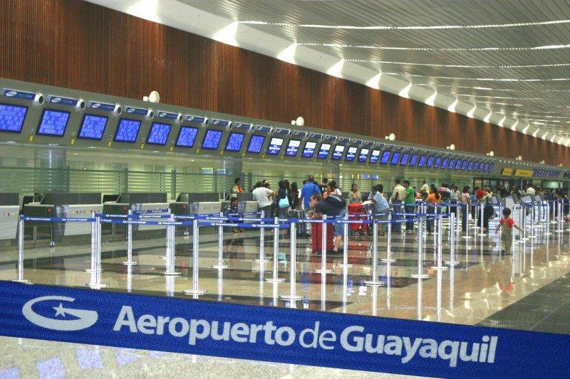 Ecuador eleva a US$ 50 la tasa por cada pasaje emitido para salir del país.