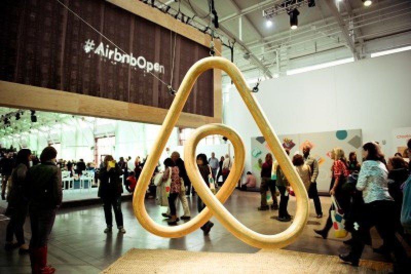 Logo de Airbnb.