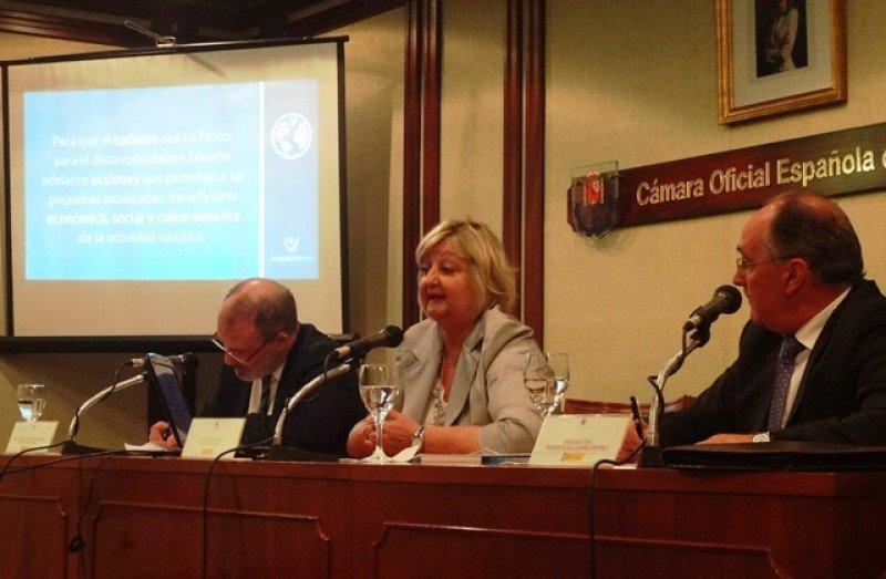 Ministra Kechichian expuso en la Cámara Española de Comercio de Montevideo.