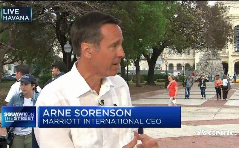 Arne Sorenson, CEO de Marriott, entrevistado en La Habana por CNBC.