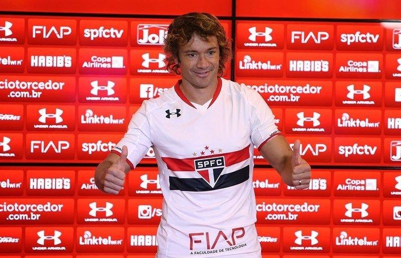 Diego Lugano en su regreso a Sao Paulo en 2015.