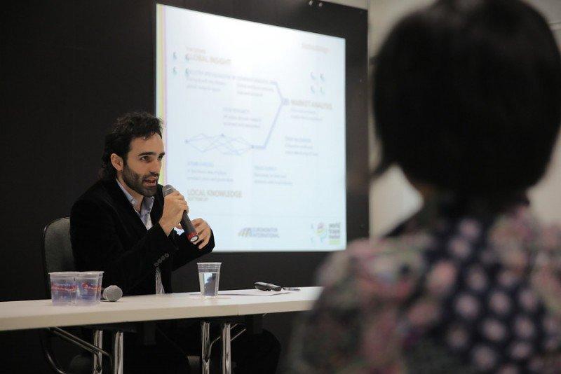 Alexis Frick presentando el informe de Euromonitor.
