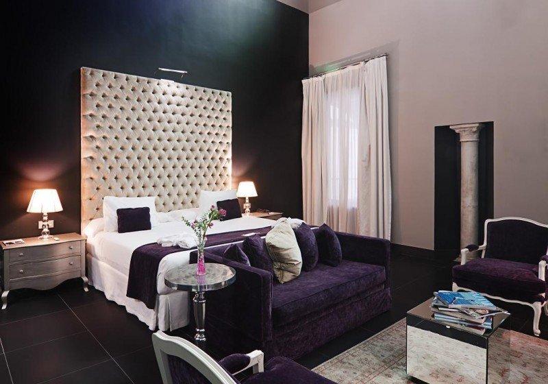 El Eurostars Sevilla Boutique, de 4 estrellas, dispone de 40 habitaciones, entre ellas esta Historic Suite.