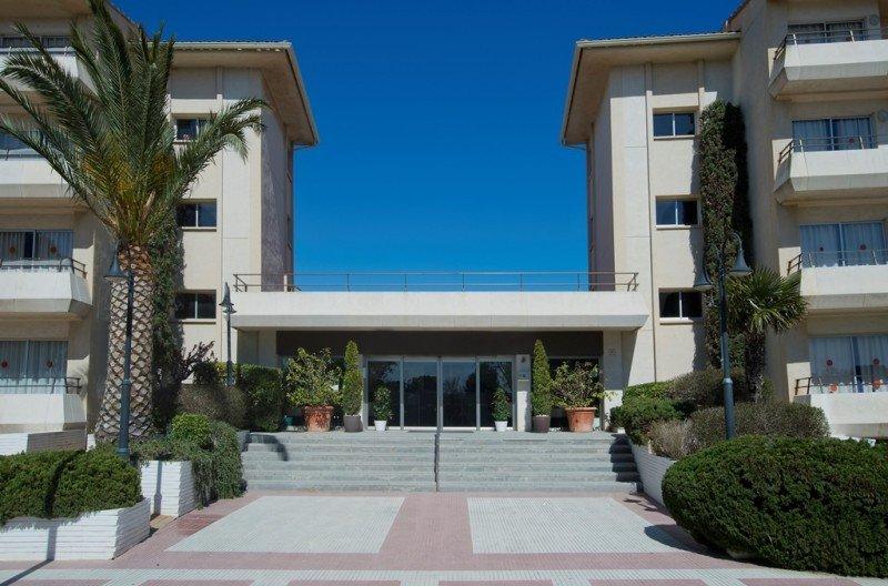 El complejo Estartit Playa está compuesto de cuatro edificios de cuatro plantas, a 250 metros de la playa.