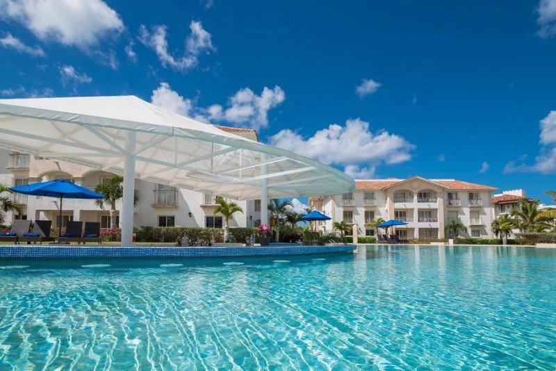 Weare Cadaqués Bayahibe, de categoría 4 estrellas superior, dispone de de dos piscinas, parque acuático y una amplia zona de playa.