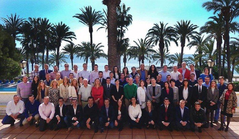 Foto de familia de los directivos de Playa Senator.