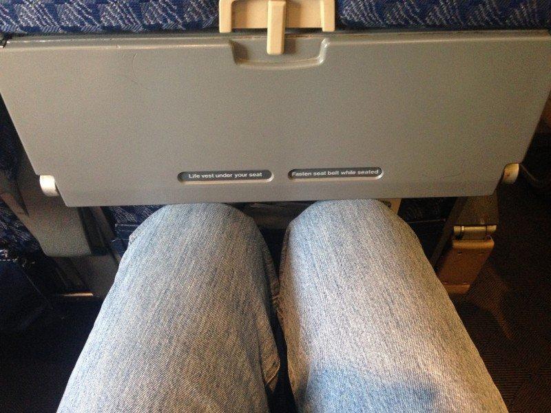 Plantean establecer un ancho mínimo para los asientos de avión