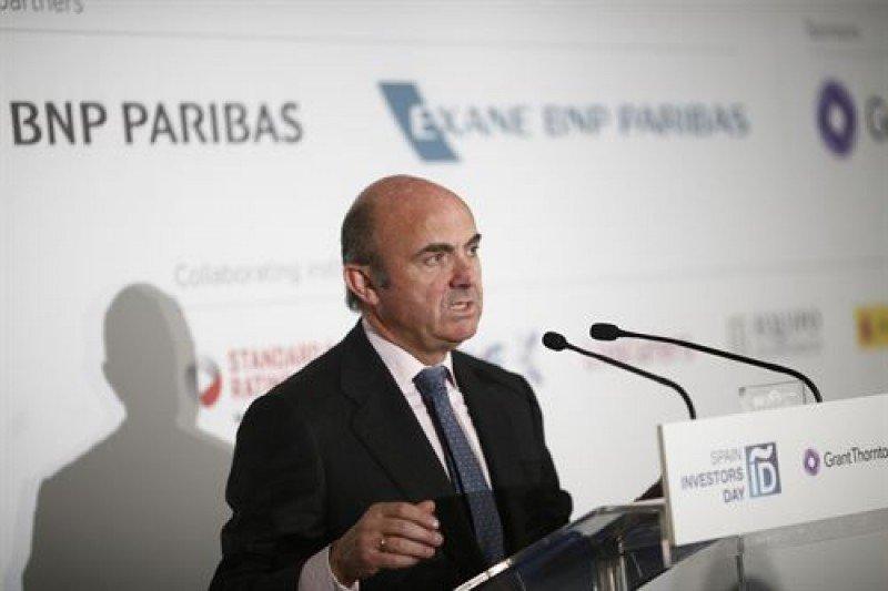 De Guindos asume las funciones de Industria, Energía y Turismo