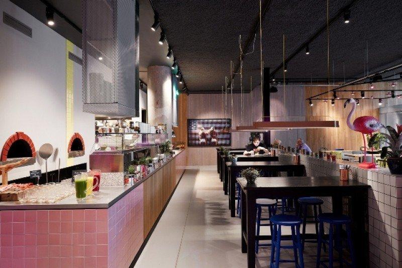 El restaurante 'The Pool' representa su nueva marca de restauración, concebida por el chef Bunmi Okolosi.