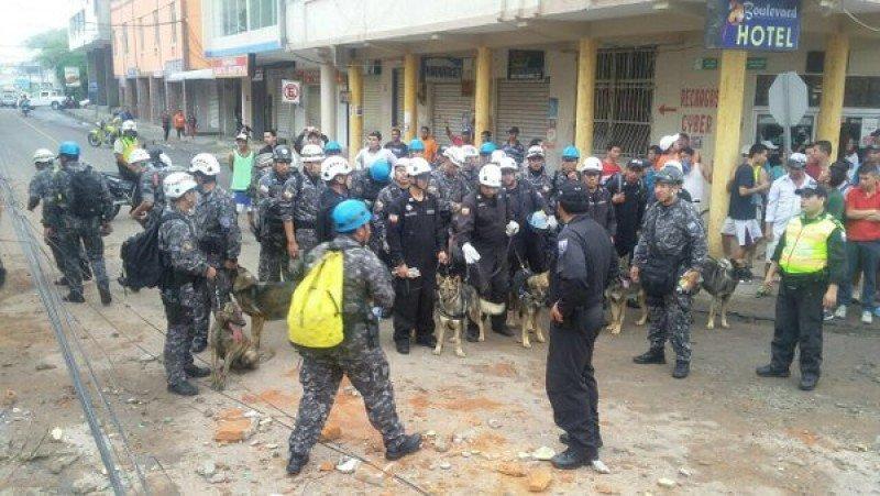 Equipos de rescate en una de las zonas afectadas. Foto: Gobierno de Ecuador.