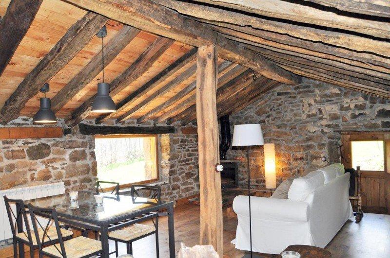 Las cabañas se han rehabilitado de forma artesanal, conservando la estructura y materiales originales.