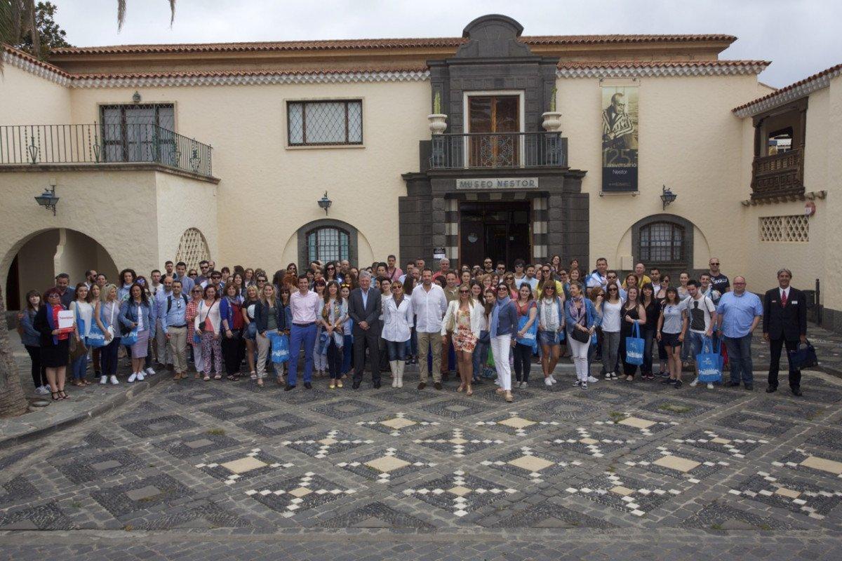 Los agentes participantes en el viaje de familiarización, en el Pueblo Canario.