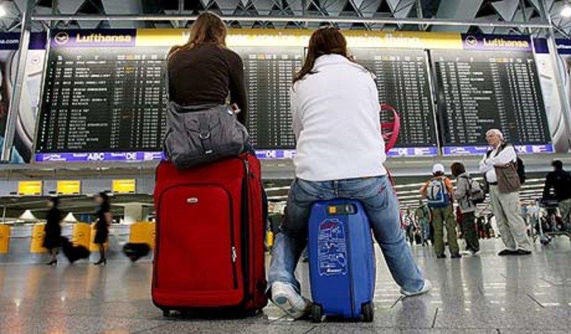 Pasajeros en el Aeropuerto de Frankfurt (Foto de archivo/ Efe).