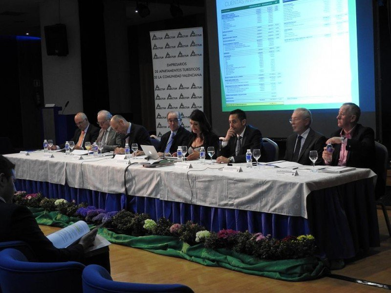 La junta directiva de HOSBEC, que se ha ampliado con nuevos vocales, ha sido reelegida con 154 de los 155 votos emitidos.