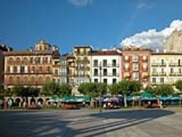 El número de visitantes extranjeros creció un 6,4% en Pamplona en 2015.