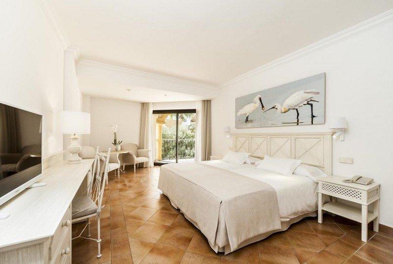 Las 274 habitaciones han sido remodeladas, ampliándose las suites.