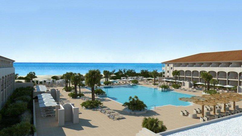 Iberostar Andalucía Playa está situado en primera línea de la playa La Barrosa, en Chiclana de la Frontera.
