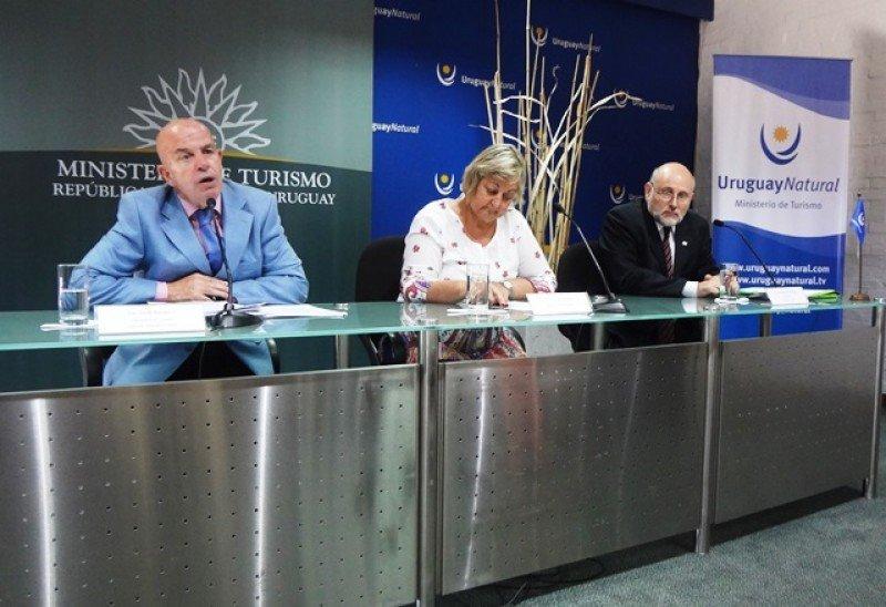 Jordi Busquets, Liliam Kechichian y Juan Martínez presentando la conferencia. (Archivo)