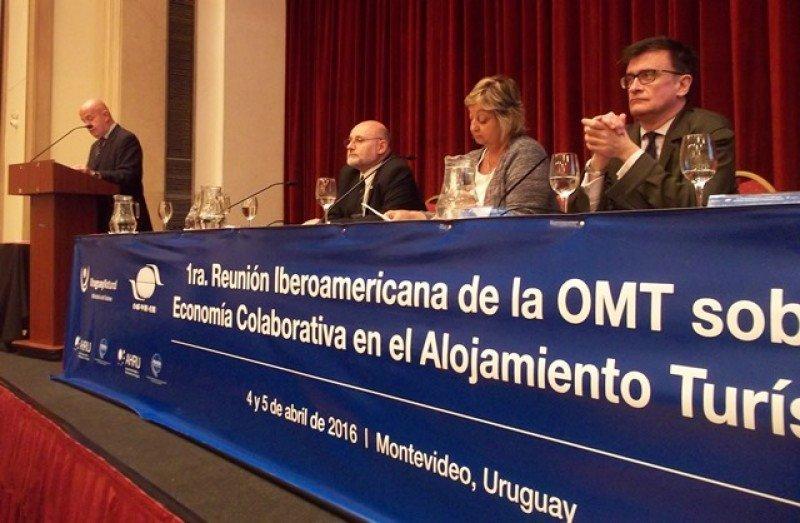 Jordi Busquets leyendo las conclusiones junto a Juan Martínez, Liliam Kechichian y Alejandro Varela.