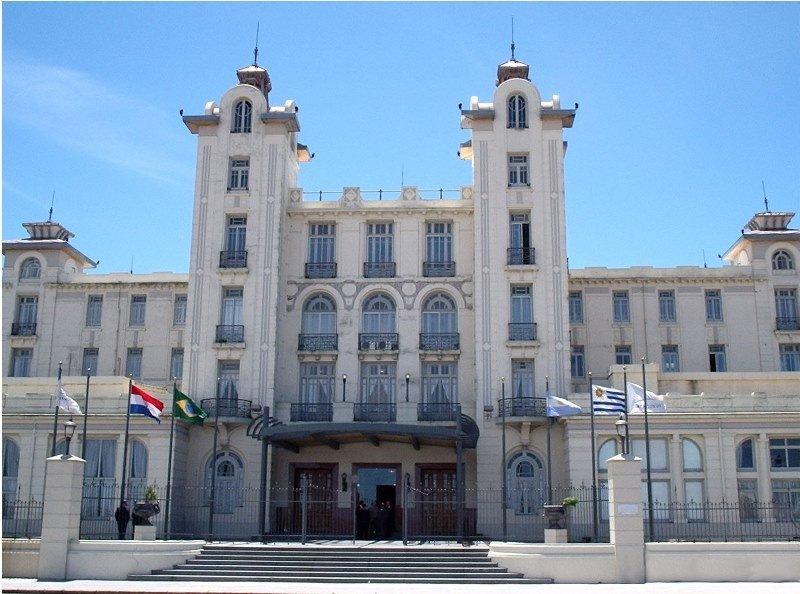 Sede administrativa del Mercosur, en la rambla de Montevideo.