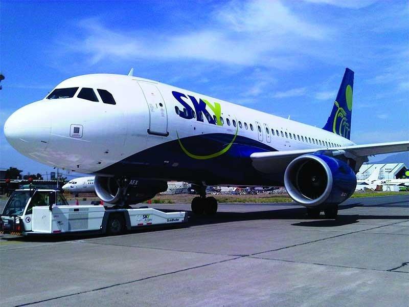 Huelga de tripulantes obliga a Sky Airlines a activar proteccion al pasajero