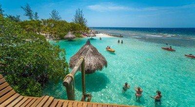 Roatán, paraíso en el Caribe hondureño, es la sede de la reunión.