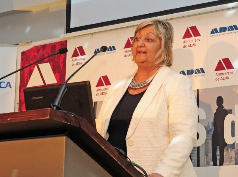 Ministra Liliam Kechichan expuso en almuerzo de ADM.
