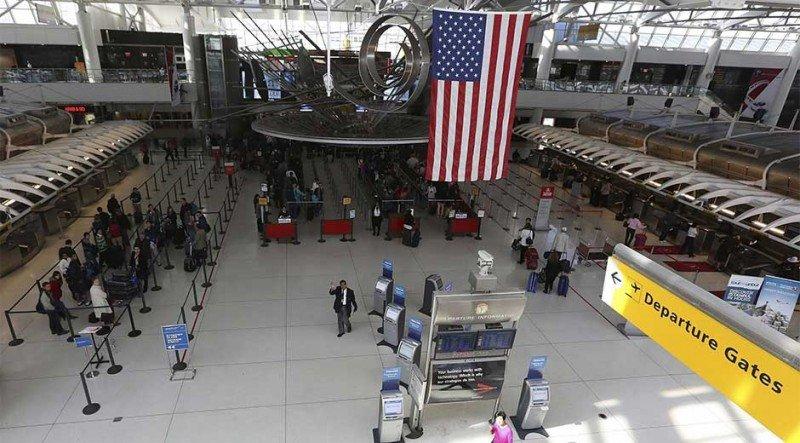 Viajes aéreos por turismo superan a los de negocios en EE.UU.