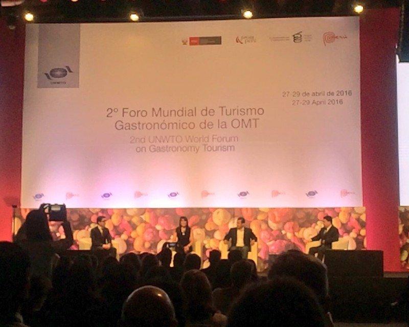 Inauguración de las conferencias del Foro en Lima.