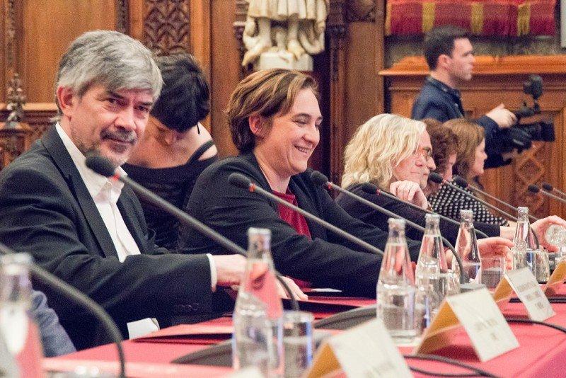 Agustí Colom y Ada Colau, en la primera sesión del consejo municipal sobre turismo y ciudad.