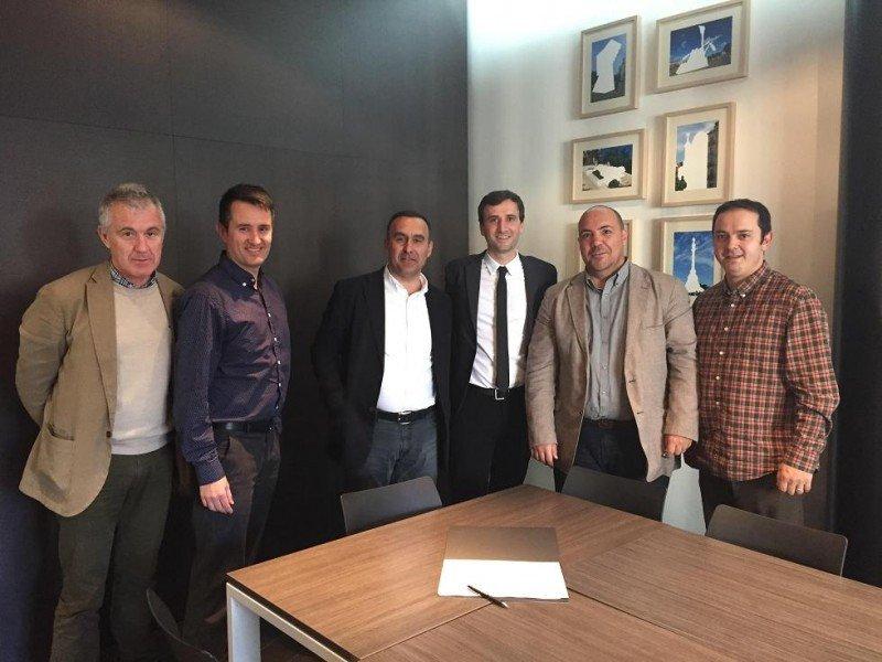 De izq. a dcha, Ramon Collel (Cty Tab), Roger Callejà (Gremi), Joan Garros  (Cty Tab), Manel Casals (Gremi), Andrés Navarra y Guim Anguera (My Hoteling).