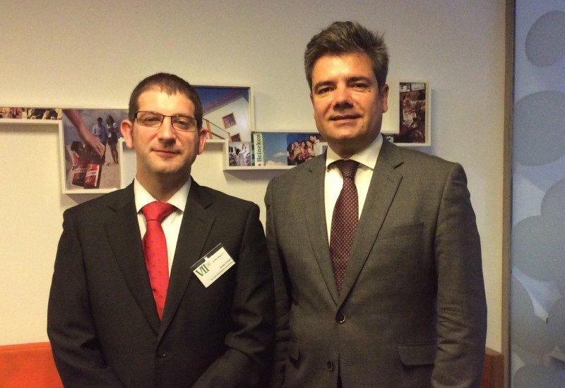 El presidente de AEHOS, Joseba Lozano, y el secretario general de la FEHR, Emilio Gallego (de izqu. a dcha..)