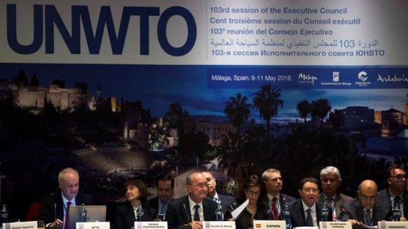 El secretario general de la OMT, Taleb Rifai, en la apertura del encuentro, con otros representantes, entre ellos la secretaria de Estado de Turismo, Isabel Borrego.