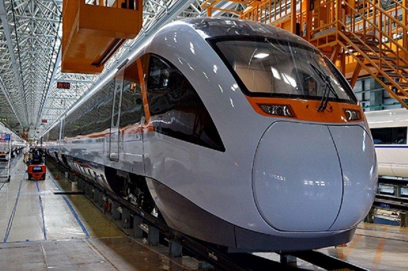 China probará su primer tren híbrido en junio