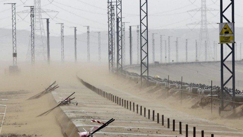 La arena es uno de los grandes problemas que ha afectado la obra del AVE Medina-La Meca (Foto: Efe).