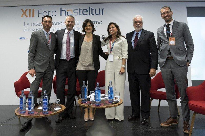 Los componentes de la primera mesa con Manuel Molina: Andy Stalman, Cristina Lázaro, Félix Cuesta y Enrique Ruiz de Lera.