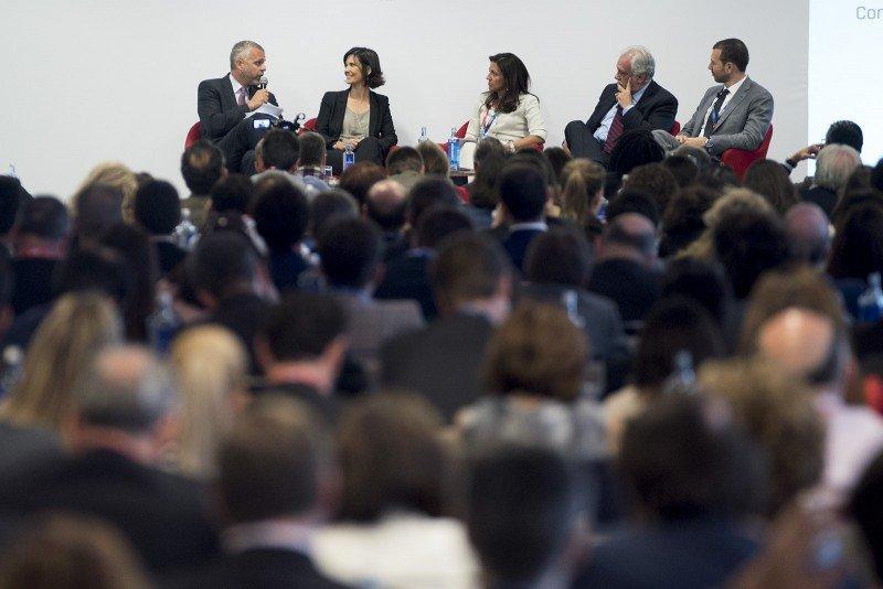 Más de 430 profesionales y directivos del sector llenaron la sala, que hubo de ser ampliada para dar cabina a todos los asistentes.