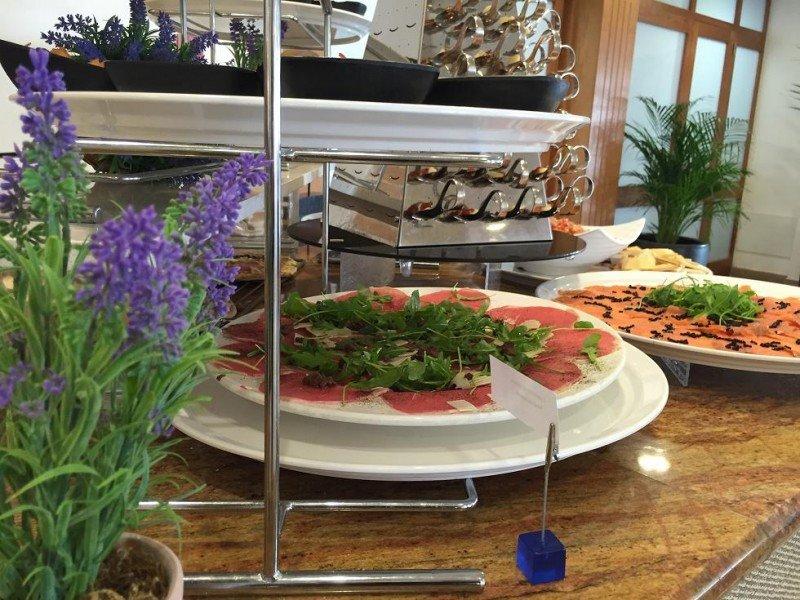 """El diseño del buffet tiene que tener un sentido: 'atraer al cliente, hacerlo disfrutar y sorprenderlo""""."""