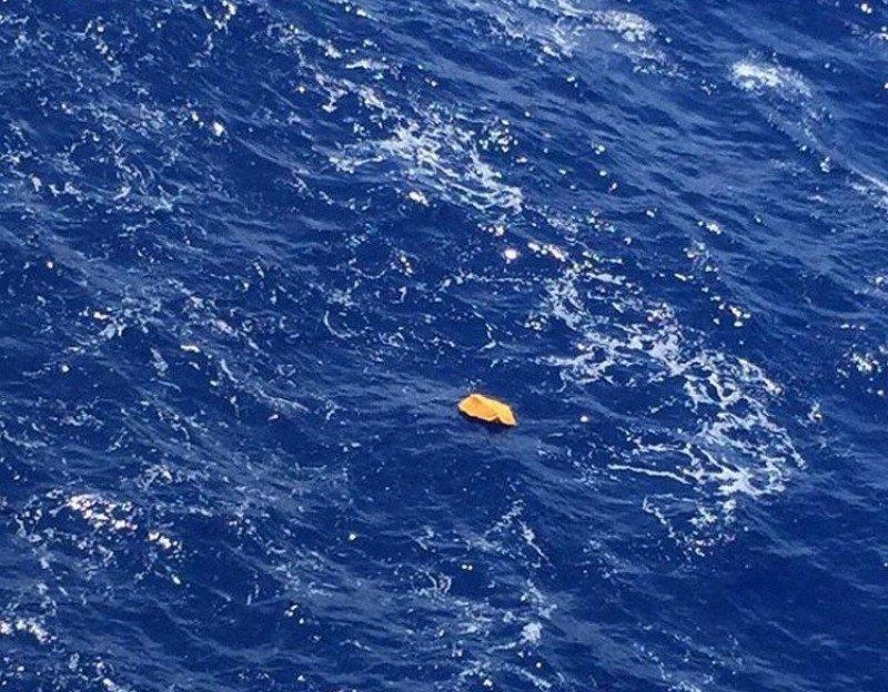 Uno de los salvavidas avistados y que se consideró que pertenecían al avión de Egyptair.