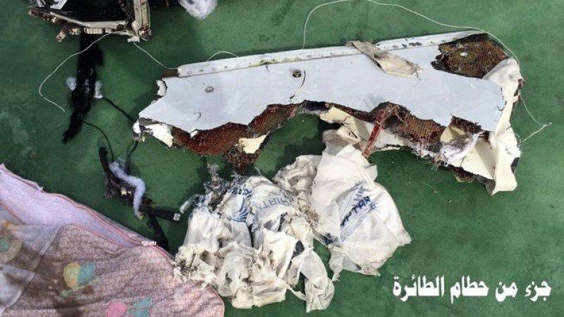 Hallan las cajas negras del avión de EgyptAir