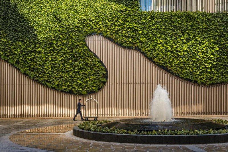 """""""La arquitectura y el diseño de interiores son elementos muy importantes para maximizar la experiencia de los clientes"""", según Tara Bernerd."""