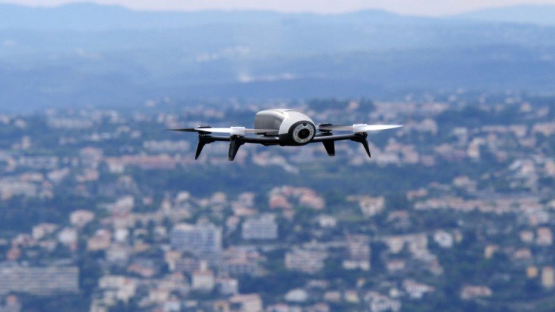 Los drones no pueden volar a más de 120 metros de altura.