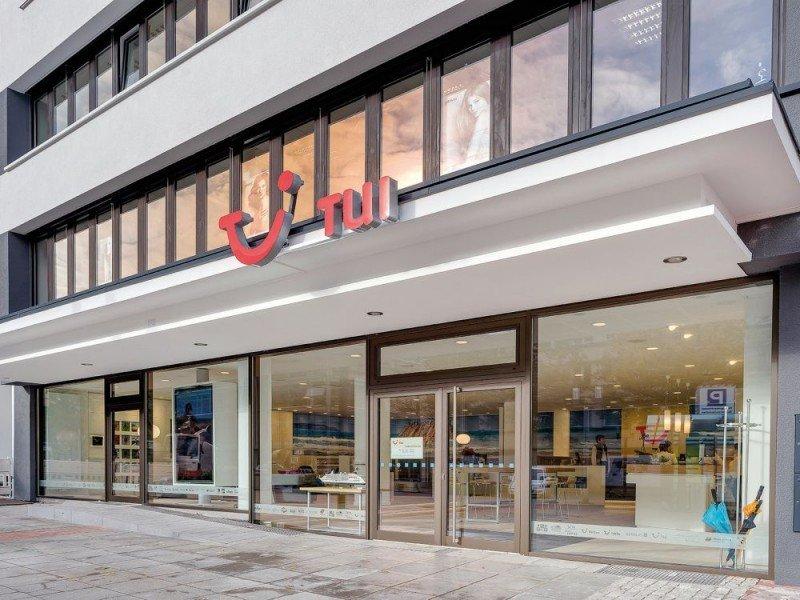 TUI hace años que abrió flagship store en Alemania.