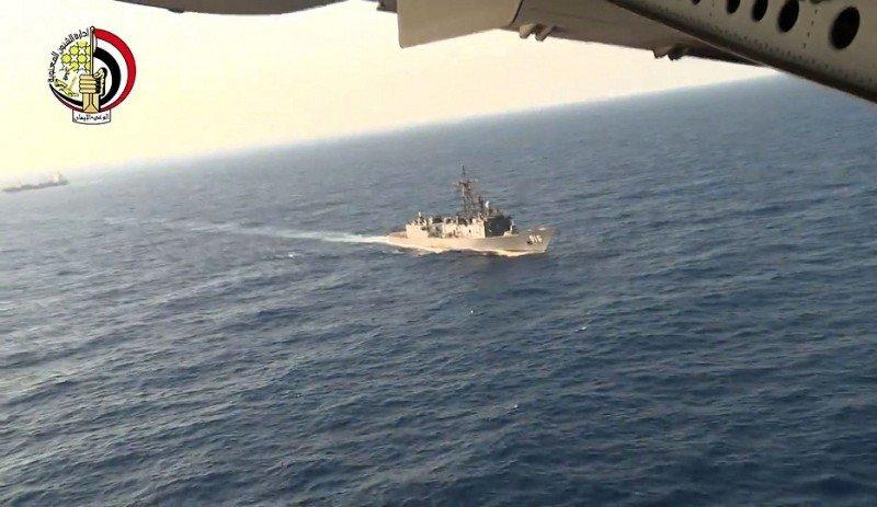 Egyptair contratará una exploración submarina para buscar las cajas negras
