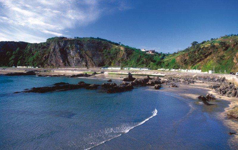 Las aguas de las playas de Luarca,en Asturias, no superan las pruebas de calidad.