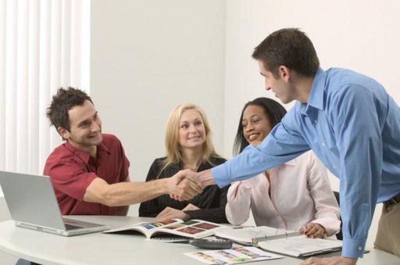 Entre otros objetivos, el programa pretende fomentar la incorporación al tejido empresarial de jóvenes emprendedores.