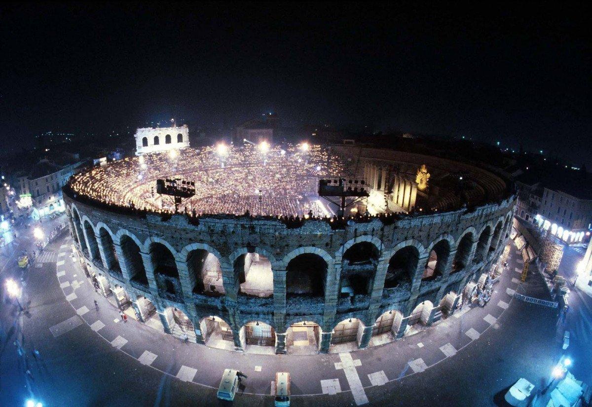 Las nuevas experiencias que ofrece la compañía incluyen incluso conciertos en la Arena de Verona.