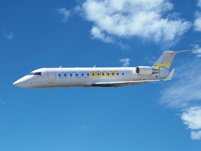 Avión Bombardier CRJ 200 con capacidad para 50 pasajeros.