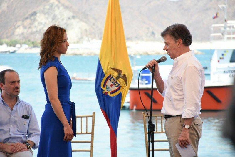 El presidente Santos impuso en su cargo a la nueva ministra.