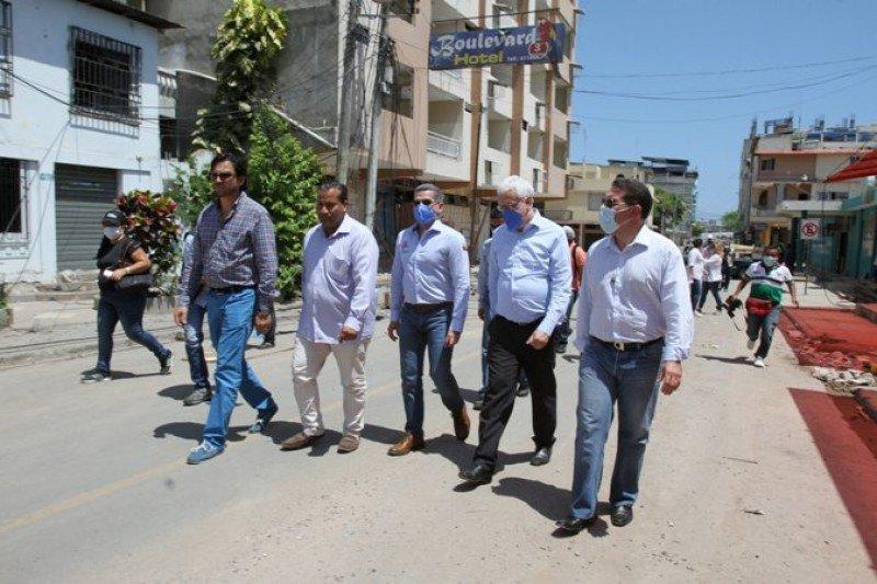 Márcio Favilla Lucca de Paula, de la OMT, recorrió la zona afectada junto al ministro de Turismo de Ecuador.